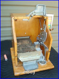 1937 MILLS 10c QT SLOT MACHINE WITH MINT VENDER