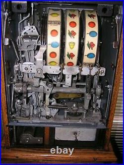 1940s Mills Black Cherry Slot machine, Coin Operated