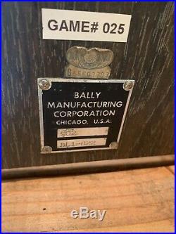 ANTIQUE VINTAGE RARE BALLY'S SLOT MACHINE' (25 CENT) Great Condition