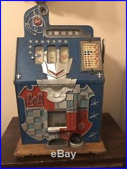 Antique 1930's MILLS 5 cent dime castle front slot machine. Working