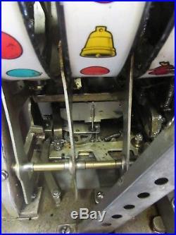 Antique 1940's Harvey's Wagon Wheel 25 Cent Coin Slot Machine 25c
