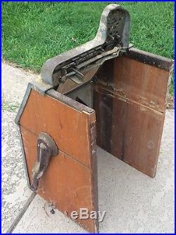 Antique Mills War Eagle 5 Cent Slot Machine Front