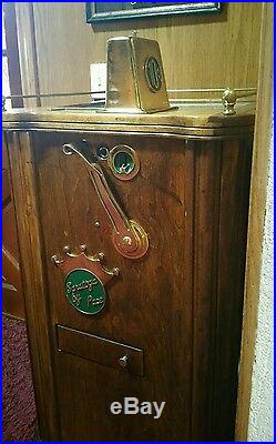 Antique Saratoga coin operated 10 cents slot machine by Pace Pirate Theme