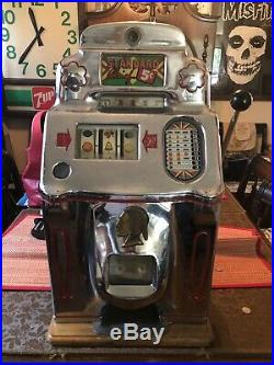 Antique Slot Machine 5¢ O. D. Jennings 1946 Standard Chief