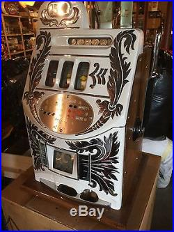 Beautiful Antique Restored Mills Extra Bell Slot Machine, White With Crome