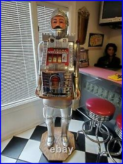 Hand Carved Character Knight 25 Cent Mills Silver Palace Castle Medieval Slot Ma