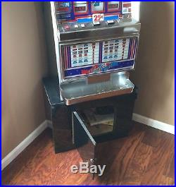 IGT Antique Red White Blue Coin Operated Slot Machine Quarter Legal in CA