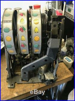 MILLS HORSESHOE CASINO Slot Machine