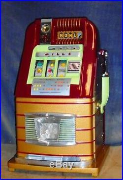 Mills 25-cent BONUS hi-top antique slot machine, 1948