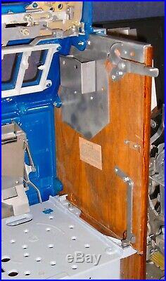 Mills 25-cent CASTLE FRONT antique slot machine, 1935