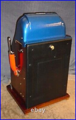 Mills 25c 777 hi-top antique slot machine, 1946