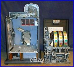 Mills 25c BLACK CHERRY antique slot machine, ca 1946