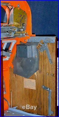 Mills 5-cent FUTURITY antique slot machine, 1934