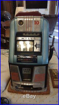 Mills High Top Club 10-Cent Slot Machine without Jackpot