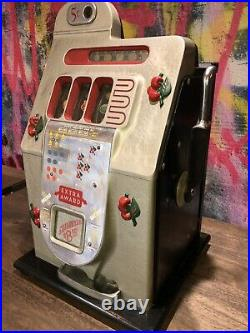 Mills Novelty Co. Antique 1930s Nickle Slot Machine