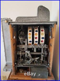 MillsNovelty Co Roman Head 5-Cent Slot Machine, Side Vendor, Gold Award, stand