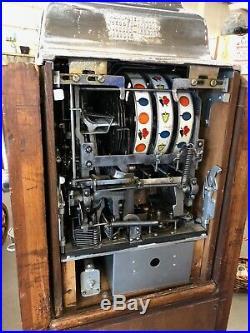 STUNNING SLOT MACHINEO. D. JENNINGSSTANDARD CHIEF1940'S10 CENTWithOAK CONSOLE