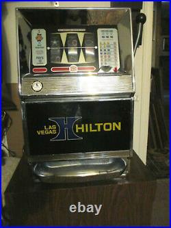 VINTAGE BALLY'S HILTON CASINO 25 CENT SLOT MACHINE With MANUAL / STAND & KEYS