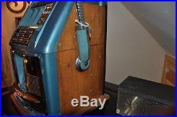 Vintage Mills 10 cent Slot Machine