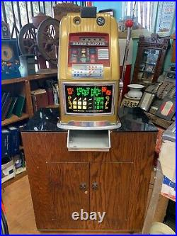 Vintage Mills Lucky Dice 5 cent Slot Machine, With Moving Base. Silver Slipper