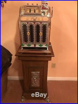 Vintage mills slot machine with Base